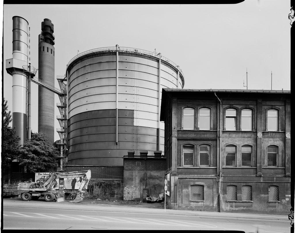 Die Hörder Fackel und das Gasometer des Stahlwerks Hoesch Phönix Ost